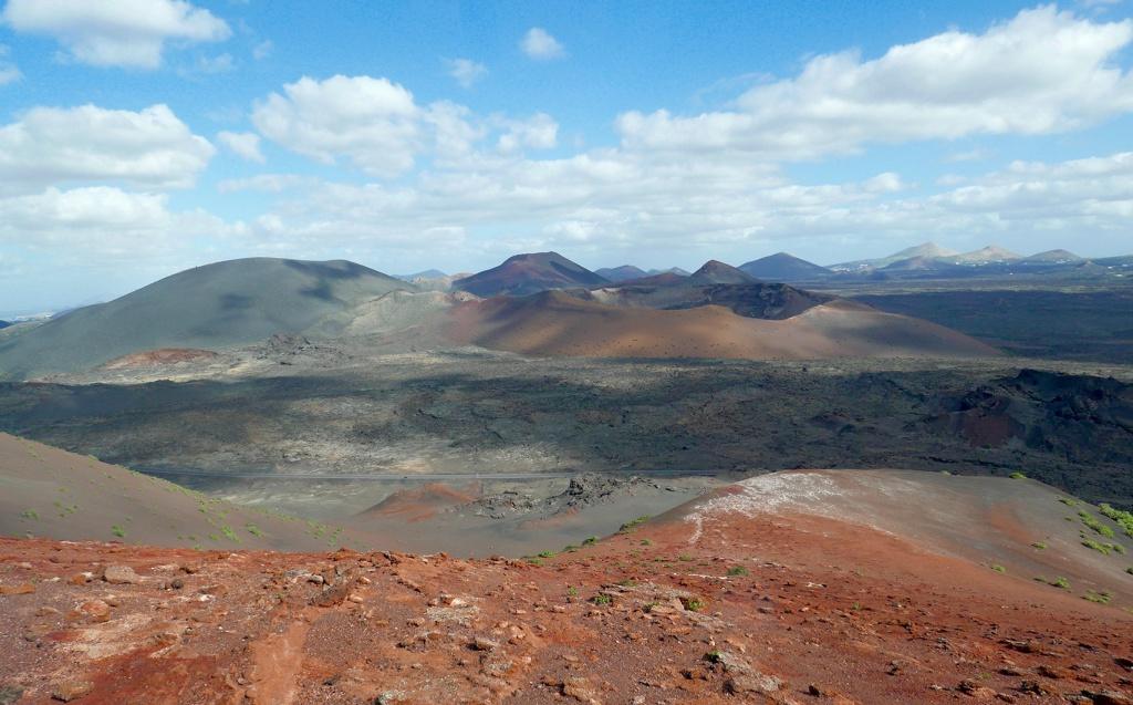 Premier choc visuel, le site des montagnes de feu à Lanzarote !
