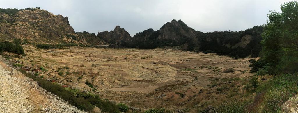 Le cratère de Cova, prairie habitée
