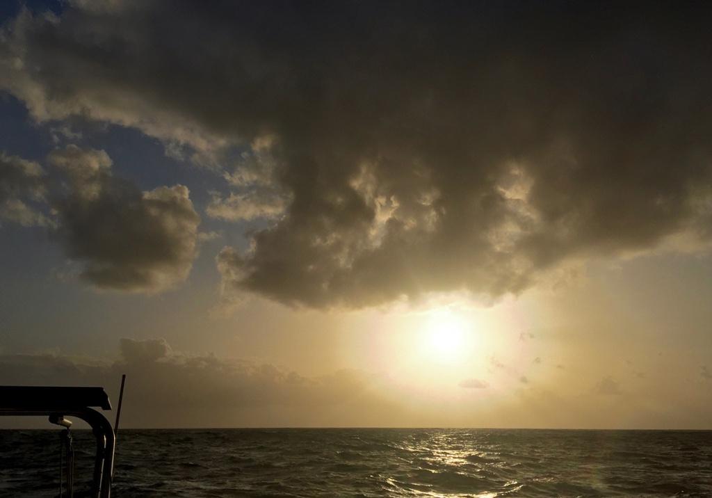 Lever de soleil sous les nuages