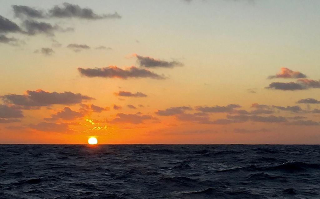 Dernier coucher de soleil avant la Martinique. Il est 23h TU...