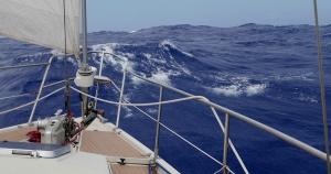 Dans le rythme et dans la vague, Azymuthe est heureux, son équipage aussi !