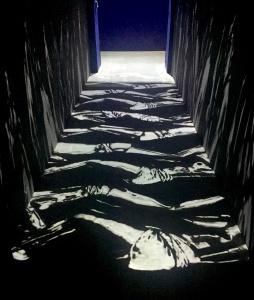 Marcher sur des escales, même simplement dessinés, emporte le visiteur dans un tourbillon de malaise, d'empathie, de culpabilité et d'émotion.