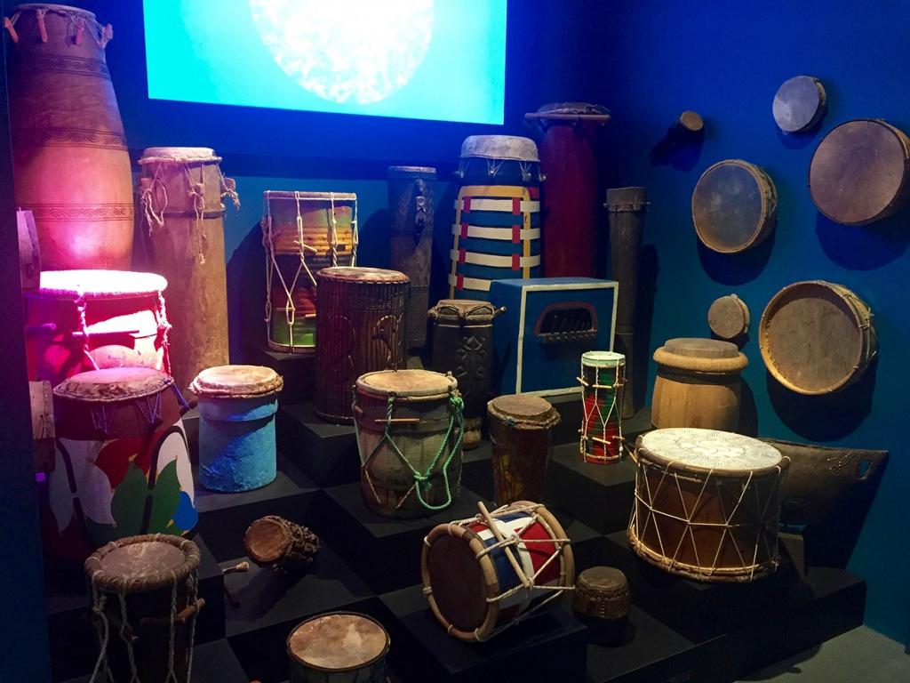 La percussion, seul moyen d'expression musicale autorisé pour les esclaves.